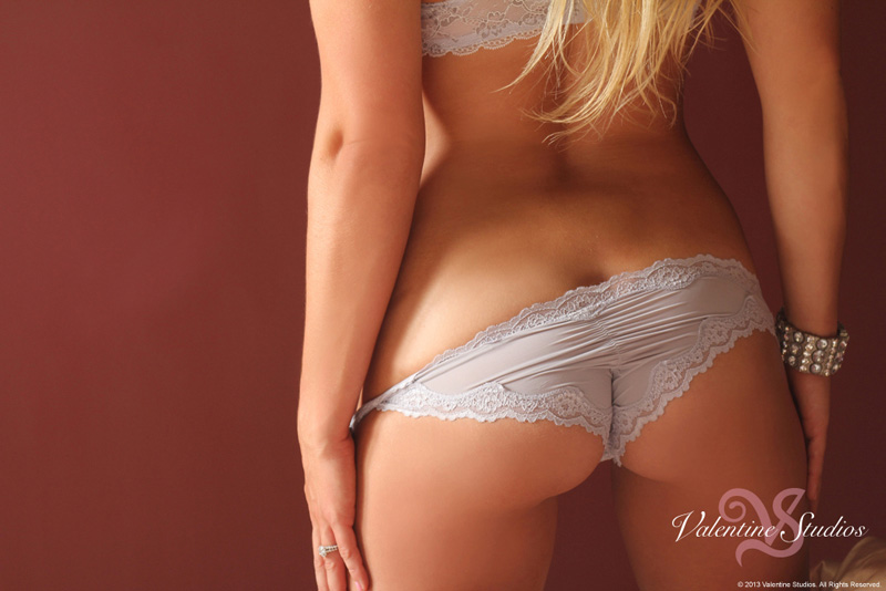 Look incredible and sexy in your boudoir photo shoot from Valentine Studios.